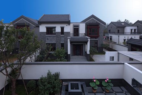 258栋新中式别墅以现代住宅的设计手法,通过庭院,窗棂,茂林,修竹,亭台