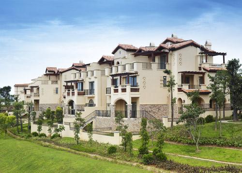 富力•盈溪谷地处海口市西海岸片区,规划有双拼别墅,独栋别墅
